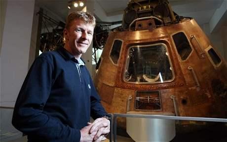 Нам предстоит уничтожить угрозу,космонавты готовятся к вылету и посадке на астероид.