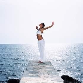 Упражнения из йоги для идеальной осанки.