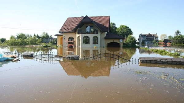 flood-house_1652335i