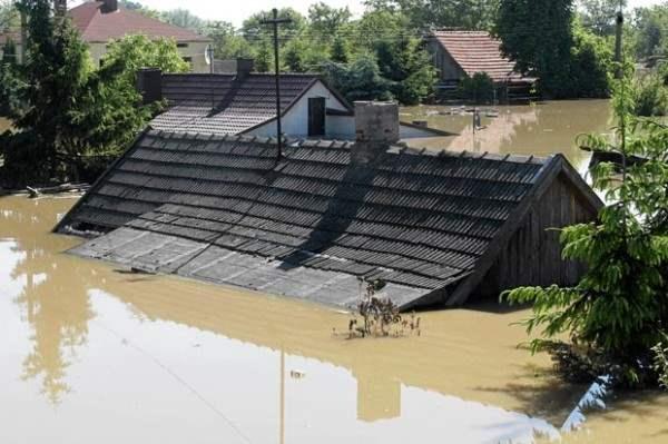 flood-roof-poland_1652373i