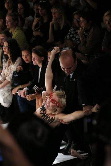 FEMEN в париже2