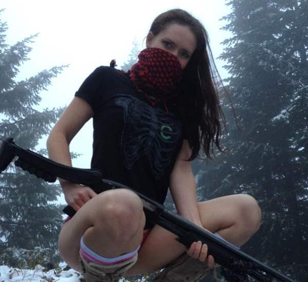 user-girl-guns-920-11