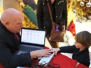 Детей тестируют на детекторе лжи перед встречей с Сантой