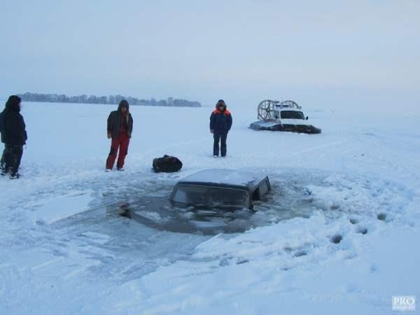 нива провалилась под лед