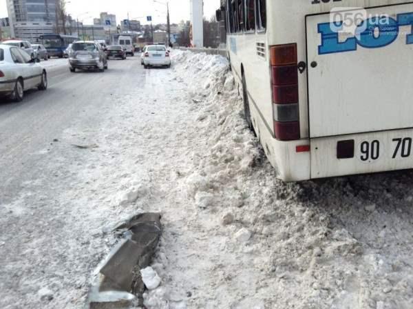 Автобус днепропетровск чуть не упал с моста4
