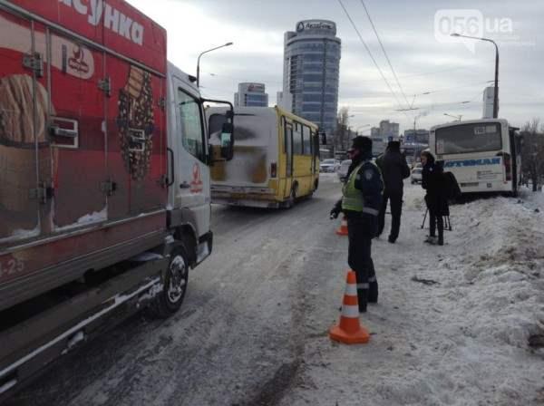 Автобус днепропетровск чуть не упал с моста6