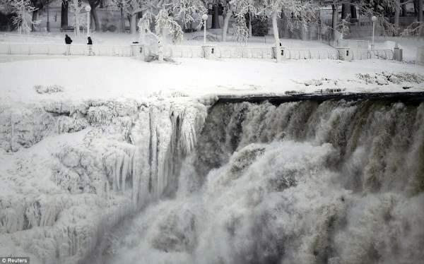 ниагарский водопад замерз2