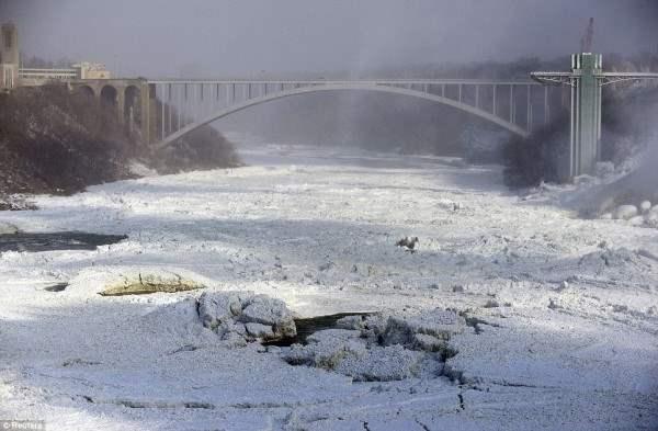 ниагарский водопад замерз6