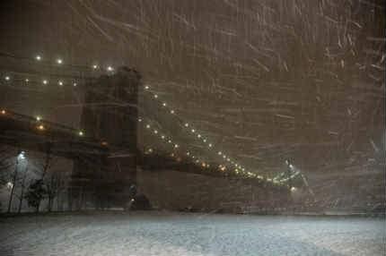 Британия готовится к новым наводнениям, а в США морозы в -30 и снежные зан ...
