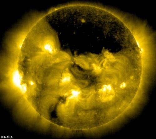 черная дыра на солнце