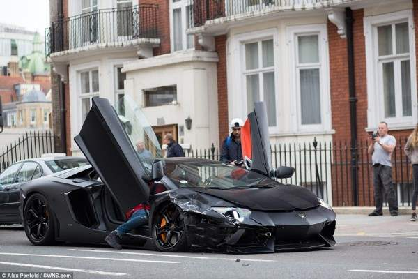 lamborgini crash11