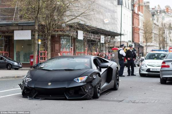lamborgini crash5