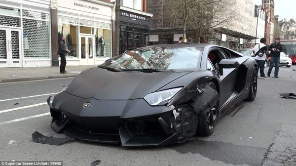 lamborgini crash9