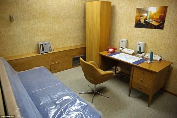 Офис секретаря Тито, в комплекте с рабочим столом, диваном и телефоном, построенном выдержать ядерный удар в 20 килотонн