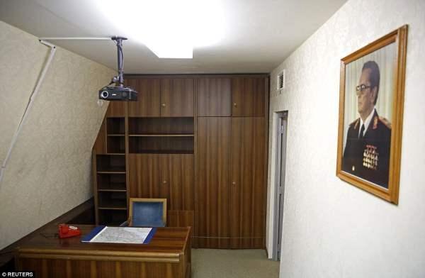 """Офис Тито в бункере в """"президентском блоке"""", который был построен для защиты правящего  класса страны в случае ядерного нападения"""