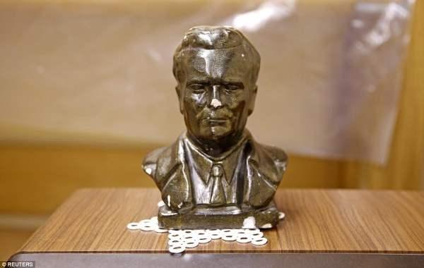 Бункер был полон портретов и бюстов бывшего югославского лидера, которые помогли поддерживать мирный период в федеративном государстве