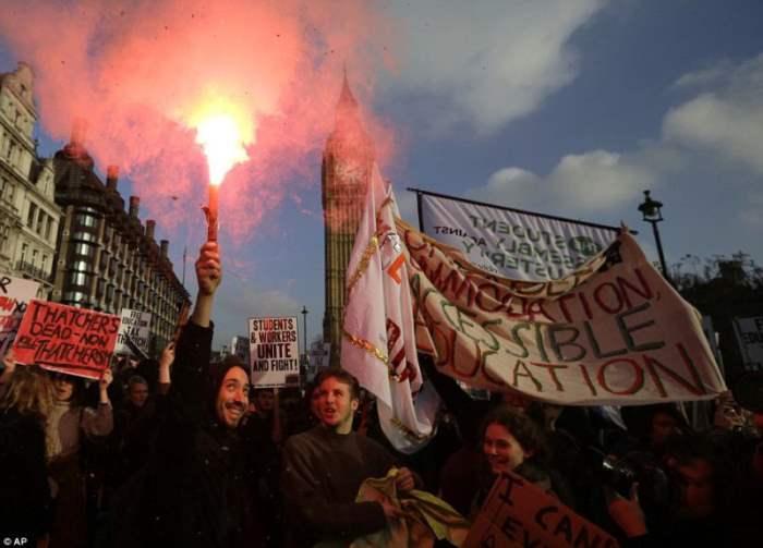 В Великобритании проходят масштабные протесты студентов (Фоторепортаж)