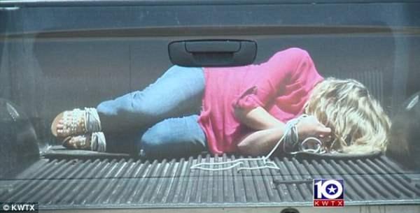 Заложник в пикапе – хорошая наклейка для авто.