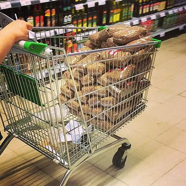 Очень часто в магазине можно увидеть, как гречку покупают десятками килограмм.