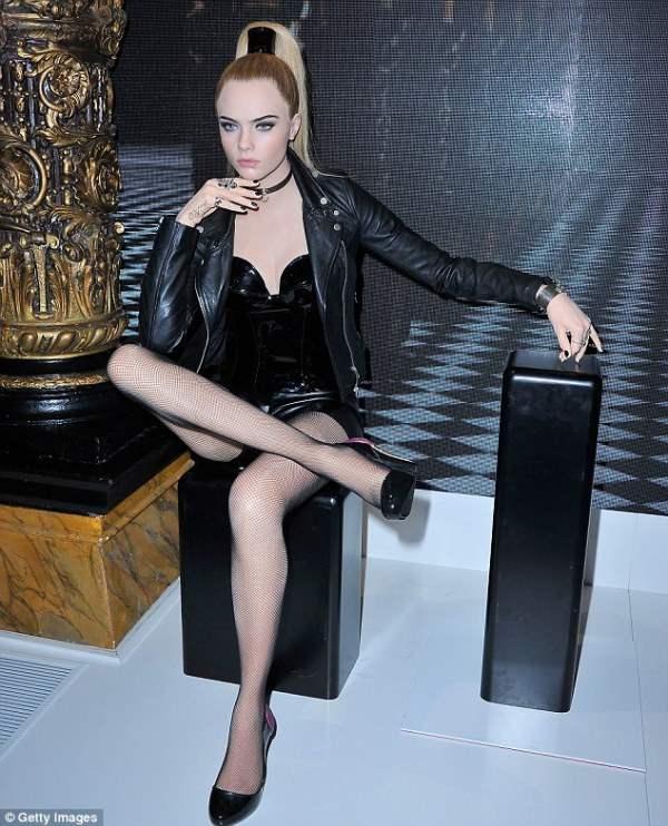 Восковая фигуры Кары Делевинь, молодой модели.