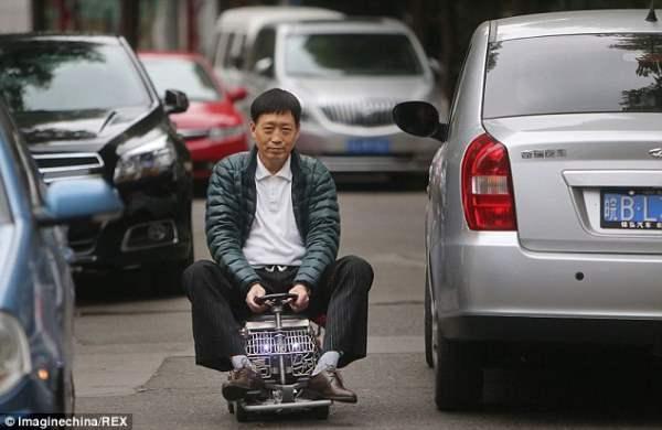 Китаец построил самое маленькое авто в мире.