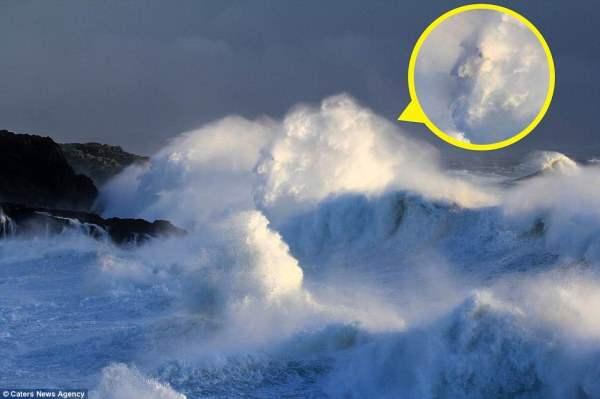 Во время шторма в Англии засняли призрак старика.