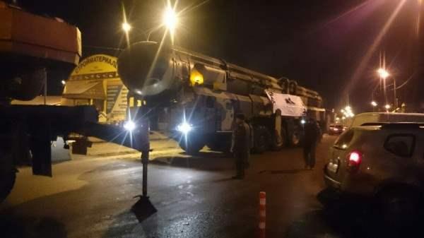 В Москву продолжают свозить ракетные комплексы.