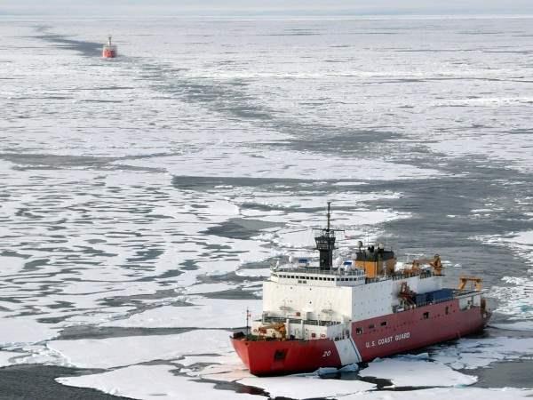 US Coast Guard работает в Арктике.