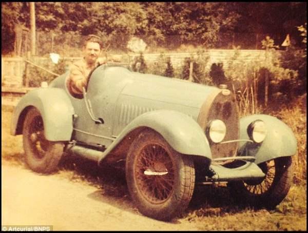 На фото Бернард Триллон, владелец находки. Этот авто хранился в сарае с 1953 года.