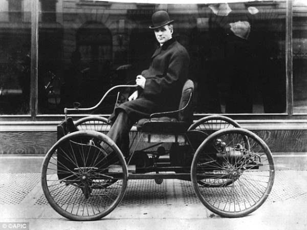 """Генри Форд (на фото) был пионером отрасли в начале 20-го века, сделав революцию в автомобильной промышленности с его моделью """"Форд"""""""