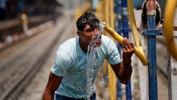 В Индии +48. Люди умирают от адской жары.