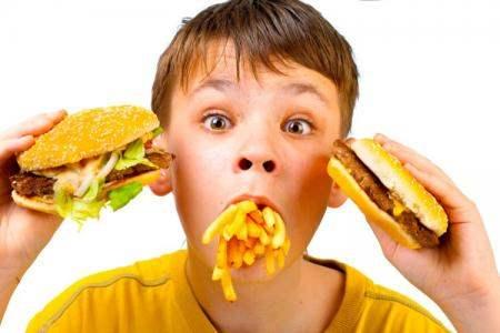 Нездоровая пища убивает бактерии в желудке
