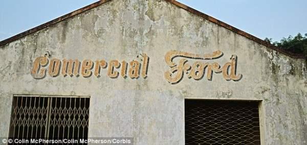 В 1920 Генри Форд пытался создать сообщество работников в бразильских тропических лесах, чтобы его  бизнес был более самодостаточным