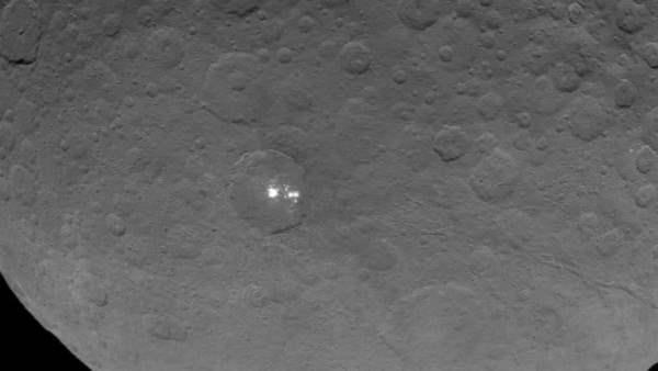 Зонд НАСА обнаружил свечение на карликовой планете Церера.