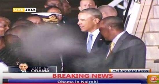 Призрак возле Барака Обамы в Кении (Видео)