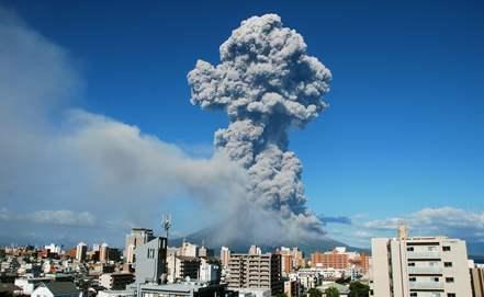 Возле японского вулкана Сакурадзима происходит эвакуация