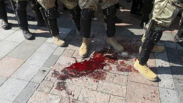 Момент взрыва гранаты у Верховной Рады Украины (Видео и фото)