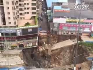 В Китае провалилась станция метро (Видео)