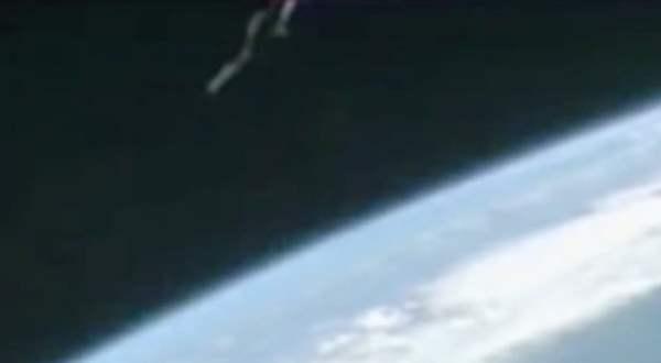 """Инопланетный спутник """"Темный рыцарь"""" засняли на орбите с МКС"""