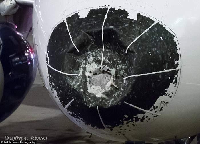 Нос самолета после шторма. Пассажиры только поняли после посадки, на сколько серьезным был ущерб.