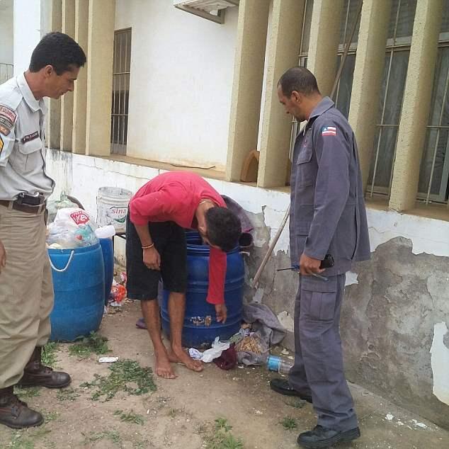 Пресс секретарь тюрбмы сообщил, что это не единичный случай, заключенные постоянно ухитряются придумывать новые способы для побега из места заключения.