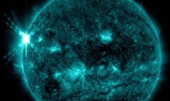Если магнитное поле ослабнет, мощный ультрафиолет начнет сжигать планету.