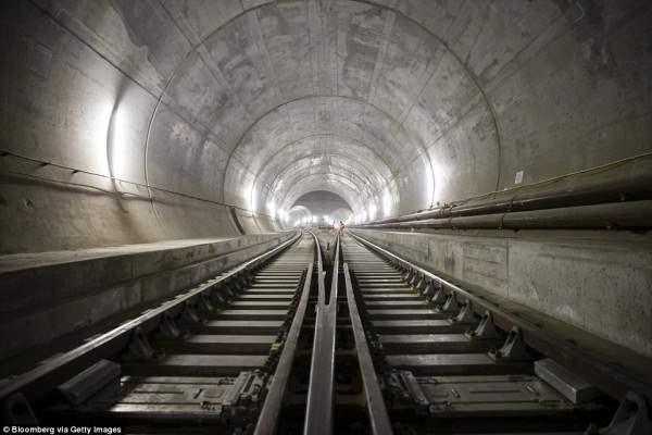 В Швейцарии построили самый большой тоннель в мире, под Альпами