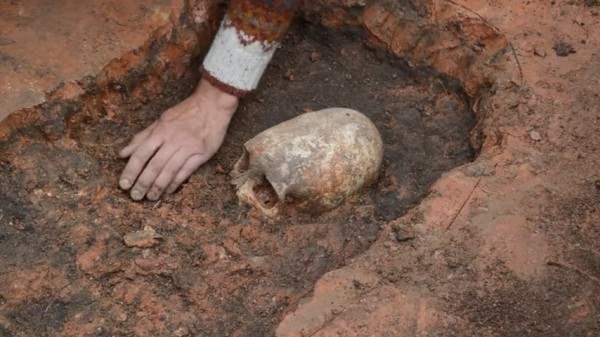 В Челябинской области нашли скелет инопланетянина.