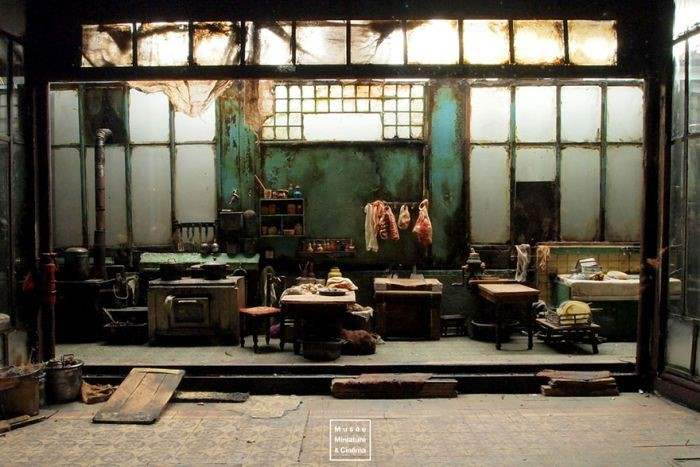 dan-ohlman-shows-off-his-miniature-movie-sets-10