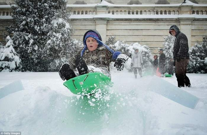 3081405000000578-0-Ten_year_old_local_Hayes_Reger_sleds_around_on_the_West_Front_La-a-69_1453579115331