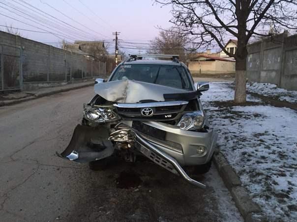 Автомойщики разбили машину клиентов (видео)