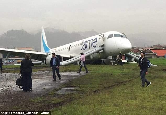 В Эквадоре самолет подскользнулся.