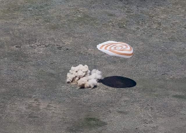 казахстан приземление космонавты (6)