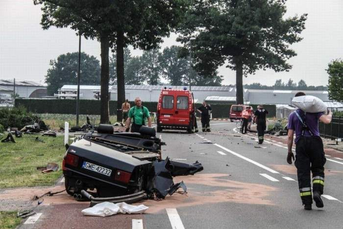 Audi-S8-crash-splits-car-in-half-Netherlands-1